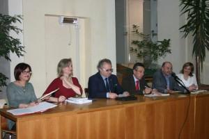 Da sinistra: la giudice Laura Colica, l'autrice Di Nicola, il presidente Catarra, il presidente del Tribunale Spinosa, il direttore della Delfico Luigi Ponziani e Anna Pompili