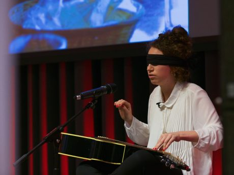"""""""Blindfold"""": How music breaks barriers – a project by Marie Naffah"""