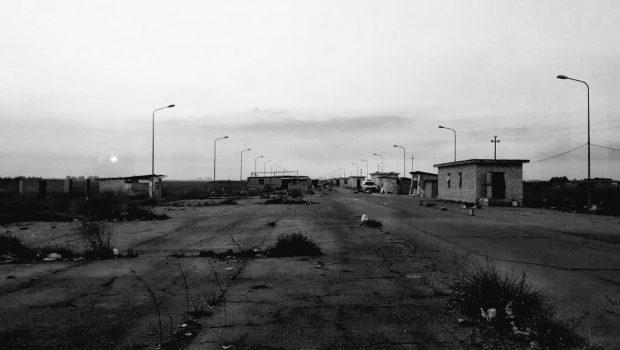 """""""La pista"""", le ghetto di Borgo Mezzanone – photos et texte de Emma Barbaro"""